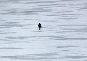 Троє підлітків із Кременчука півгодини плавали на крижині посеред Дніпра