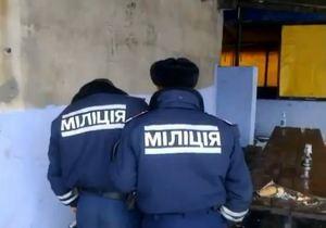 Відео розпивання горлівськими міліціонерами горілки стало причиною звільнення одного з них