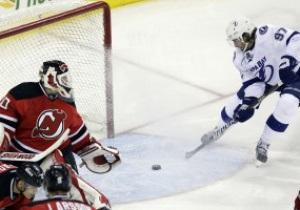 NHL: Шайба Поникаровского не спасла Девилс от поражения в матче с Тампой