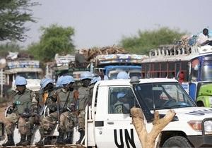 ЮНАМІД: У Дарфурі повстанці захопили трьох співробітників місії ООН, ще 49 не бажають кидати колег