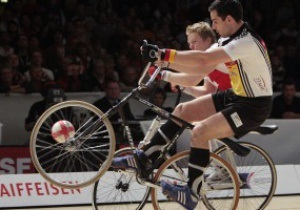 Сборная Германии во время Евро-2012 будет передвигаться на велосипедах