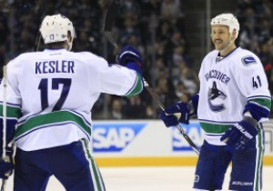NHL: Vancouver Canucks разгромили Calgary Flames