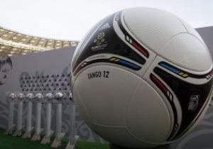Фотогалерея: Tango 12. Представлен официальный мяч Евро-2012