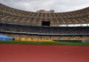 На НСК Олимпийский началась укладка беговых дорожек