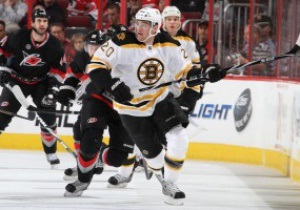 NHL: Colorado Avalanche одержал очередную победу, Boston Bruins уступил Carolina Hurricanes