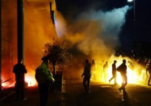 Гнев народа: Фаны Фейенорда устроили погром перед офисом клуба