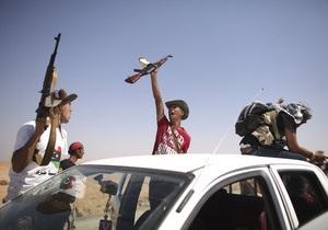 Франція спростувала повідомлення про захоплення силами Каддафі західних військових експертів