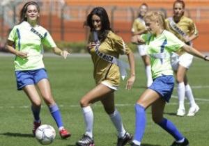 Фотогалерея: Красота футбола. Матч участниц конкурса Мисс Вселенная-2011