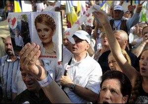 Суд залишив Тимошенко під вартою