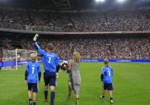 Эдвин ван дер Сар сыграл свой прощальный матч