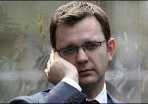 Екс-редактора закритої британської газети заарештували