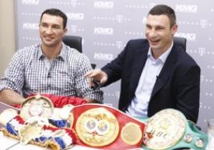 Братья Кличко презентуют свои чемпионские пояса в Москве