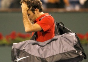 Уму непостижимо: Федерер потерпел катастрофу на любимом турнире