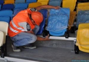 На НСК Олімпійський почалося встановлення глядацьких сидінь
