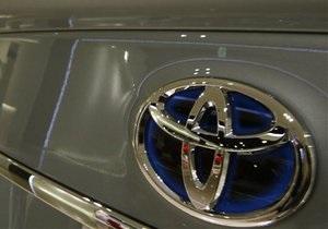 Toyota прогнозирует падение годовой прибыли на 35% из-за стихии в Японии