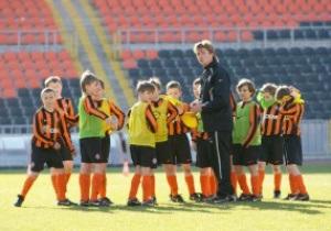 Шахтер организует летние футбольные школы для детей