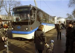 Донецкие водители и кондукторы трамваев перестали получать зарплату