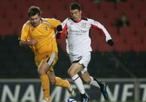 Болельщик отправил в нокаут английского футболиста прямо на поле