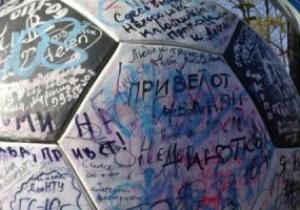 В Донецке вандалы обезобразили памятник Евро-2012