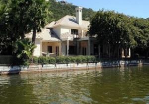 Роддик выставил на продажу свой шикарный особняк в Техасе