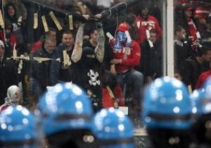Фотогалерея: Буйна вдача. Сербські фанати зірвали футбольний матч