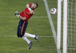 Евро-2012. Группа I: Испания побеждает Литву, Чехия сильнее Шотландии