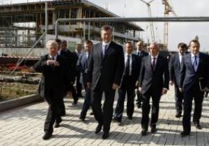 Янукович ознакомился с ходом строительства донецкого аэропорта