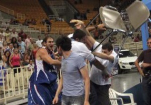 Греческая полиция арестовала баскетболиста-метателя стульев