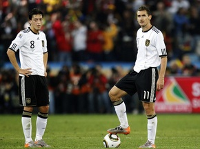 Клозе, Хедіра і Єзіл можуть не зіграти з Уругваєм