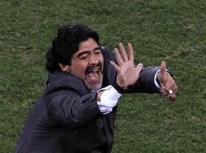 Марадона может остаться в сборной Аргентины до 2015 года