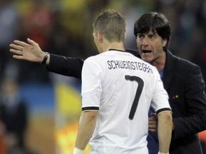 Тренер сборной Германии доволен тем, что ему придется сыграть с англичанами