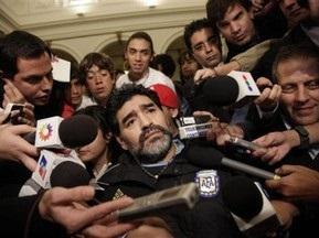 Марадона переехал ногу фотографу