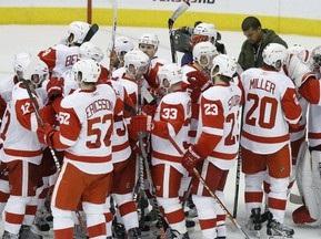 Stanley Cup: Красные Крылья вышли в полуфинал