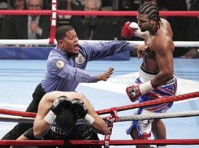 Хэй отстоял титул чемпиона WBA, досрочно победив Руиза