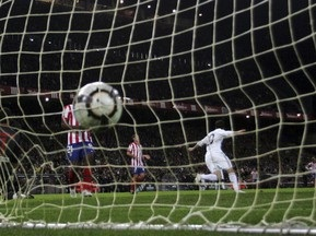 Примера: Атлетик выиграл у Расинга, Реал побеждает в дерби
