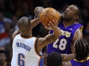 NBA: Лейкерс уступают в Оклахома-Сити