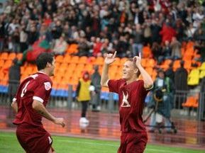 В матче Томь - Рубин арбитр показал три красных и одиннадцать желтых карточек