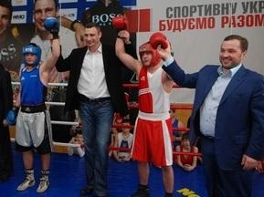 Братья Кличко открыли спортзал в Коломые