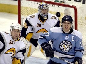 NHL: Хет-трик Кросби приносит победу Пингвинам