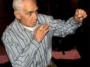 Скончался старейший боксер планеты
