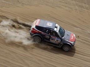 Дакар-2010: Петерансель перемагає на шостому етапі в заліку автомобілів