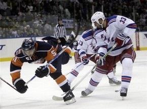NHL: Островитяне побеждают в дерби Нью-Йорка