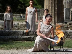 В Олімпії провели репетицію церемонії запалювання вогню для Олімпіади-2010