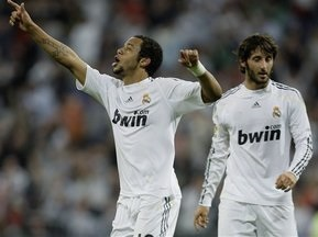 Примера: Валенсия останавливает Барселону, Реал в своем стиле побеждает Вальядолид
