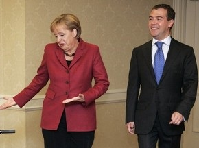 Медведев и Меркель посетят матч Россия-Германия