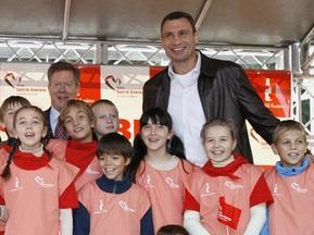 Фотогалерея: Віталій Кличко відкрив спортивний майданчик для дітей