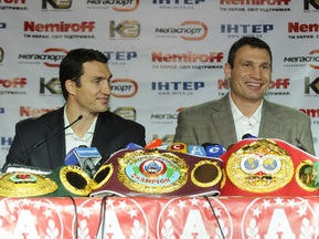 Братья Кличко получили награды от WBO