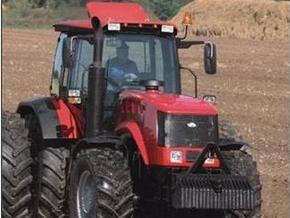 В Беларуси меняют тракторы на свиней