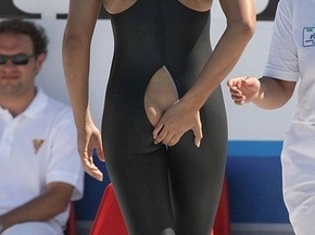 Итальянскую пловчиху дисквалифицировали за голый зад