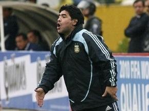 Марадона подписал контракт со сборной Аргентины